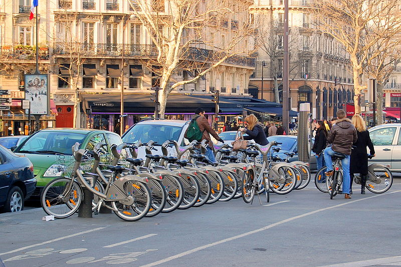 Paris Moves To Ban Older Cars