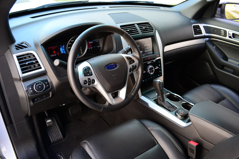 2013-ford-explorer-sport-dashboard