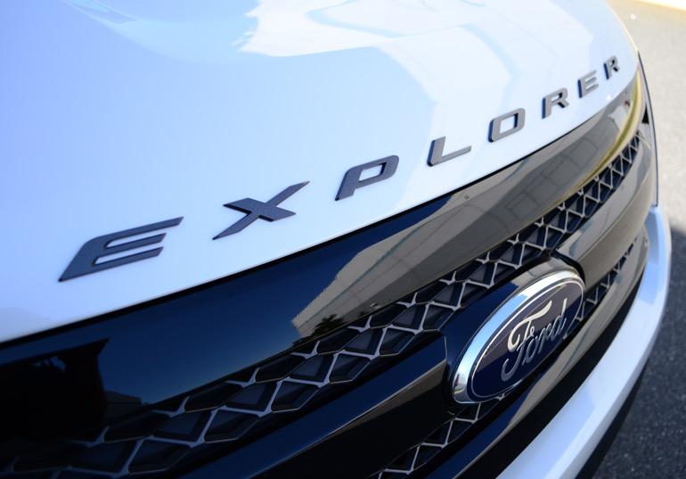 2013-ford-explorer-sport-hood-emblem