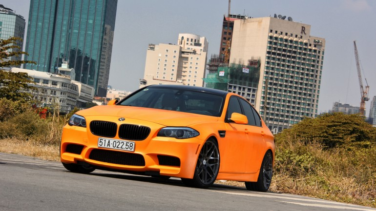 BMW M5 F10 Riding on a set of MORR Wheels