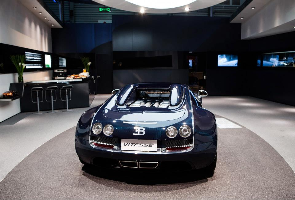 bugatti veyron grand sport vitesse shines bright at shanghai motor show. Black Bedroom Furniture Sets. Home Design Ideas