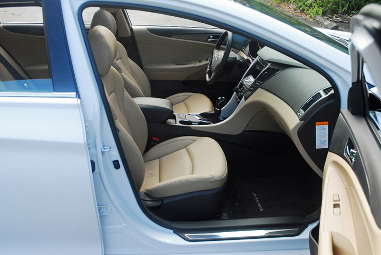 2013 Hyundai Sonata Hybrid Limited Front Seats Done Small