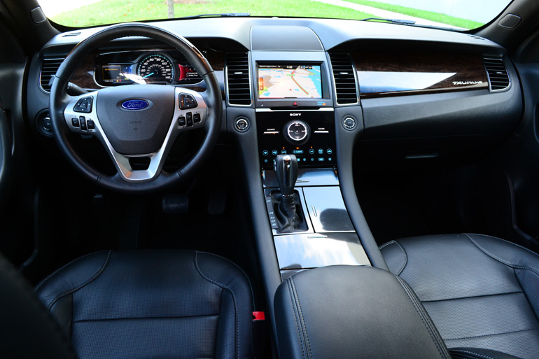 2013-ford-taurus-2-liter-limited-ecoboost-dashboard