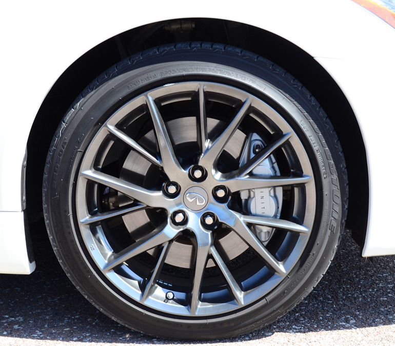 2013-infiniti-g37-ipl-convertible-wheel-tire
