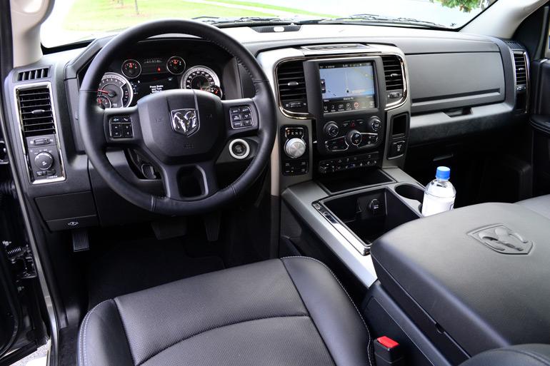 2013-ram-1500-sport-crew-cab-dashboard