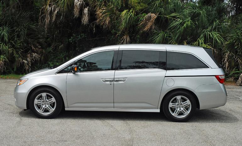 2013 Honda Odyssey MiniVan Beauty Side Done Small