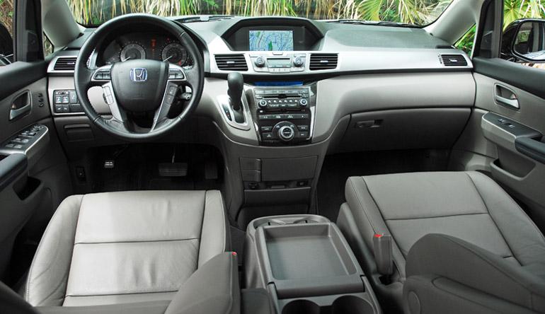 2013 Honda Odyssey MiniVan Dashboard Done Small