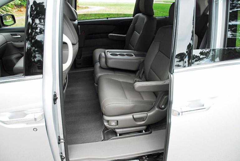 2013 Honda Odyssey MiniVan Middle Row Seats Done Small