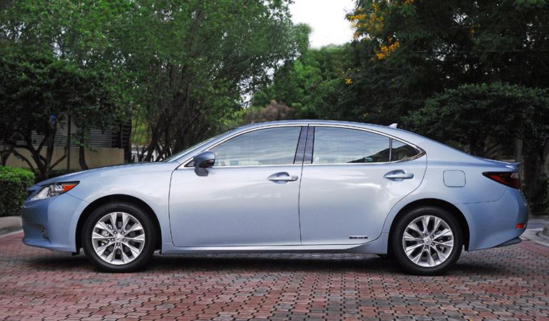 2013 Lexus ES300h Hybrid Beauty Side Done Small