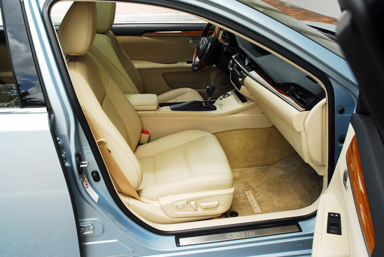 2013 Lexus ES300h Hybrid Front Seats Done Small