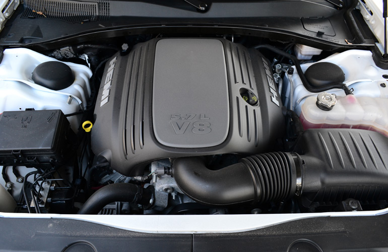 2013-dodge-charger-rt-awd-engine