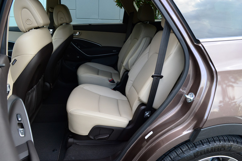 2013-hyundai-santa-fe-limited-2nd-row-seats