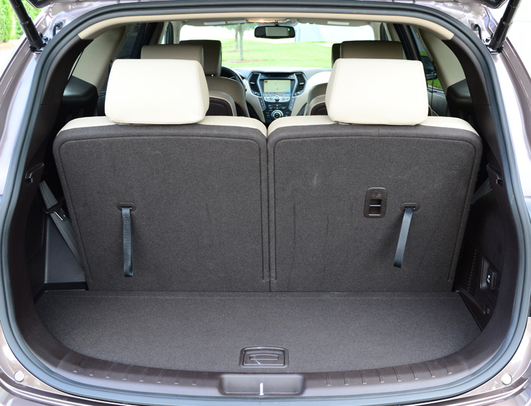 2013-hyundai-santa-fe-limited-cargo-seats-in-place