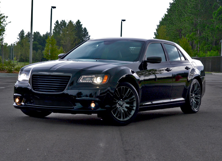 2013-chrysler-300c-john-varvatos-edition-1