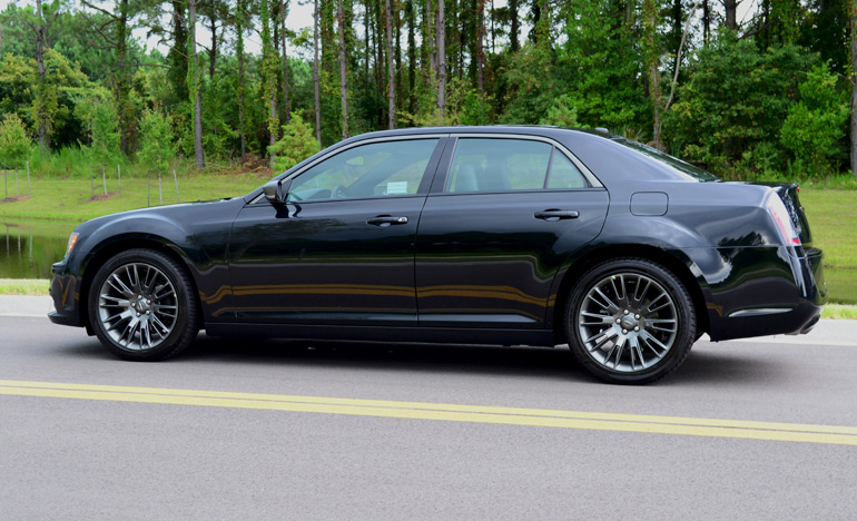 2013-chrysler-300c-john-varvatos-edition-side