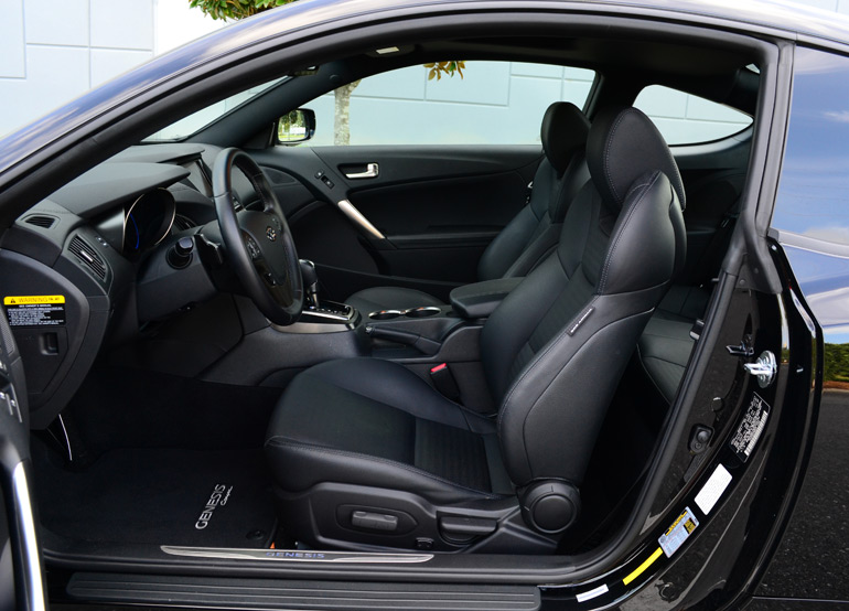 2013-hyundai-genesis-coupe-track-front-seats