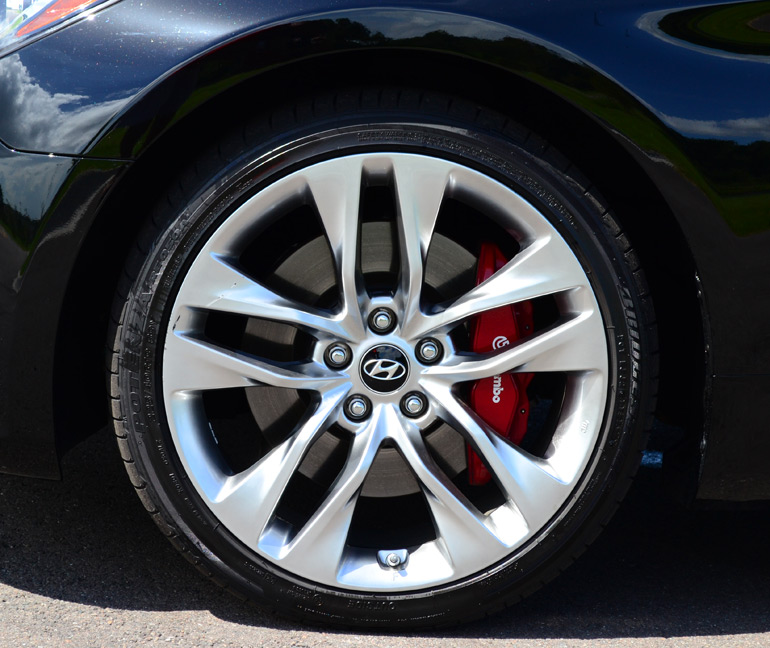 2013-hyundai-genesis-coupe-track-wheel-tire