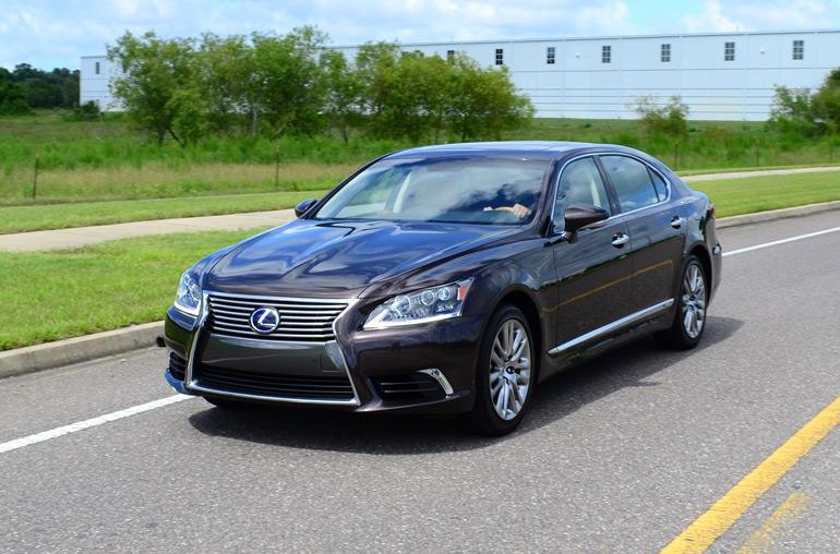 2013-lexus-ls600hl-drive-1