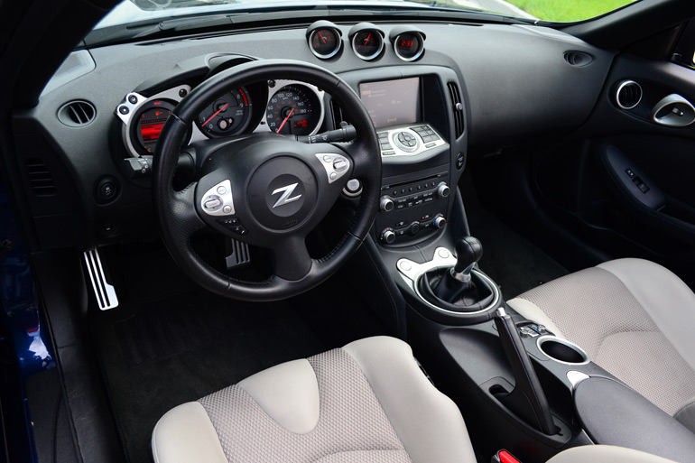 2013-nissan-370z-touring-roadster-interior