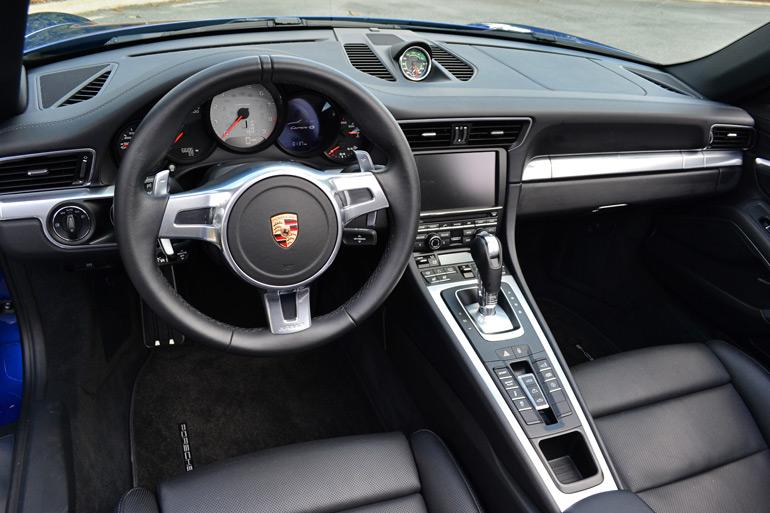 2013-porsche-911-c4s-dashboard