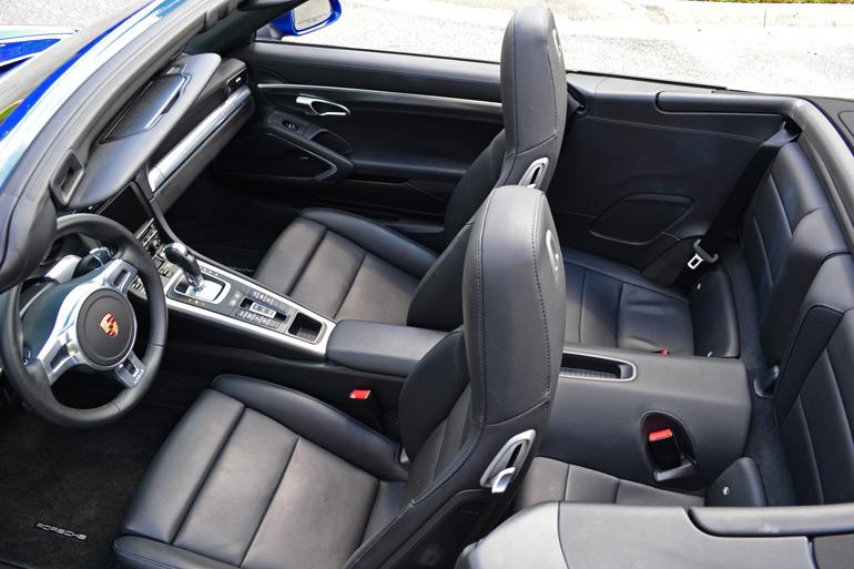 2013-porsche-911-c4s-interior