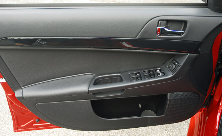 2014 Mitsubishi Lancer Gt Door Trim Done Small