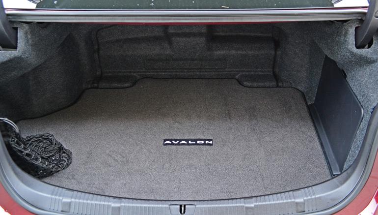 2013-toyota-avalon-hybrid-trunk