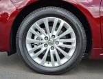 2013-toyota-avalon-hybrid-wheel-tire