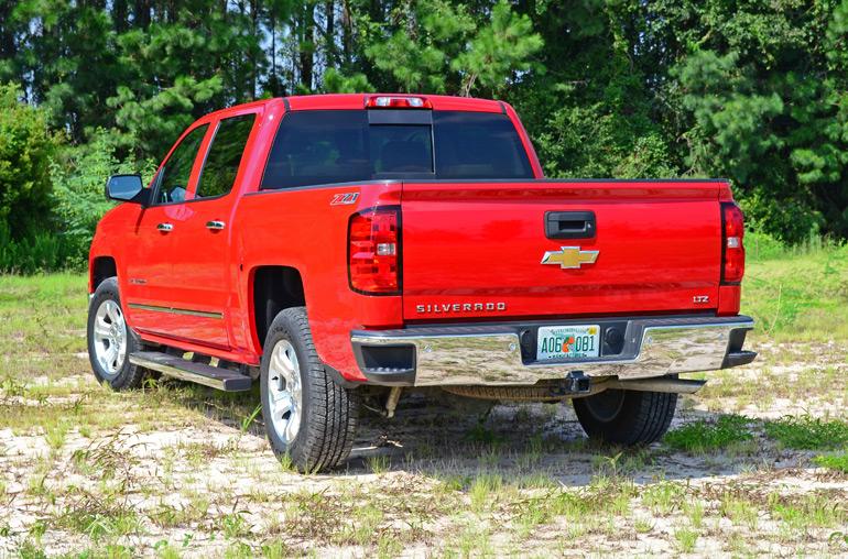 2014-Chevrolet-Silverado-1500-Crew-Cab-4x4-Z71-rear-angle