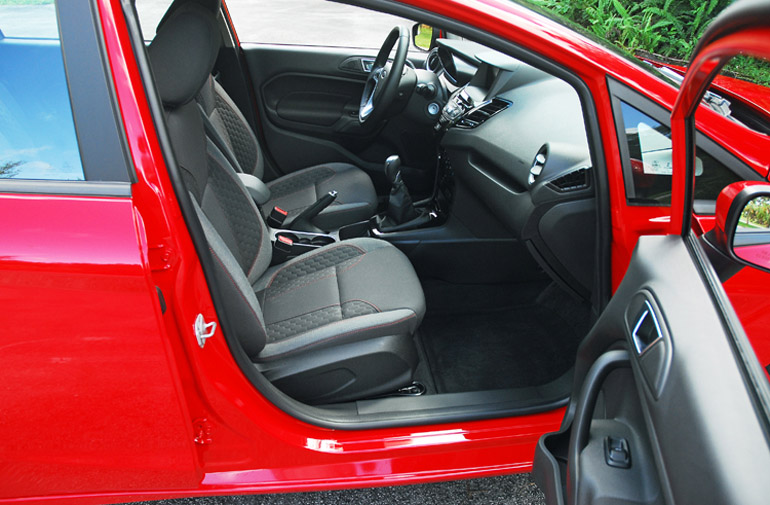2014 Ford Fiesta SE Front Seats Done Small