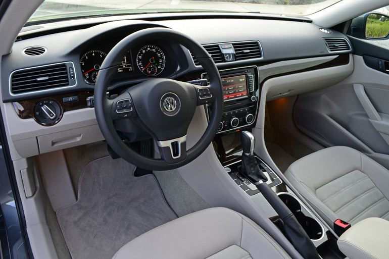 2014-volkswagen-passat-v6-sel-premium-dashboard