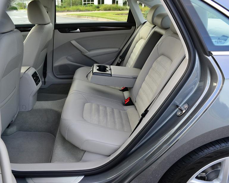 2014-volkswagen-passat-v6-sel-premium-rear-seats