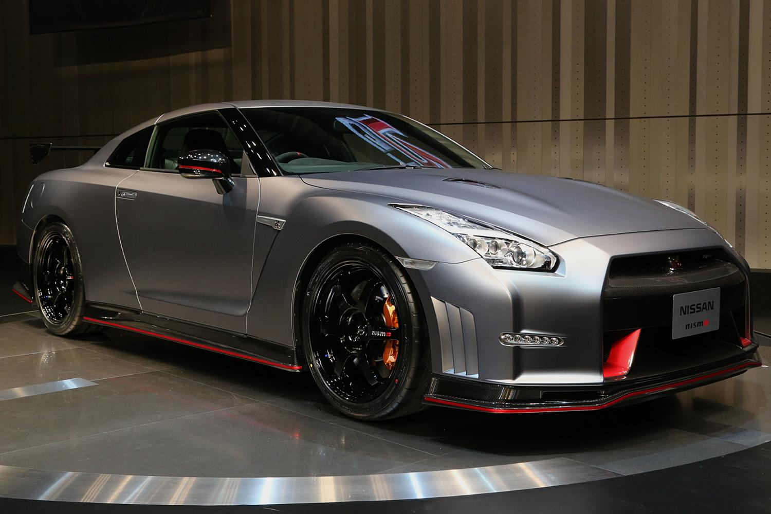 godzilla goes ballistic 2015 nissan gt r nismo previewed. Black Bedroom Furniture Sets. Home Design Ideas