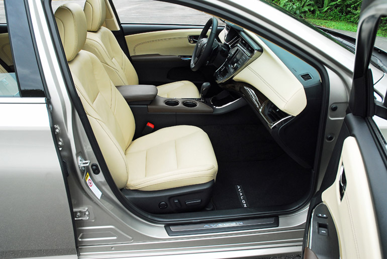 2013 Toyota Avalon Ltd Front Seats Done Small