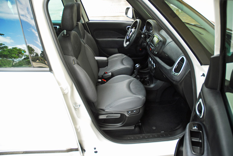 2014 Fiat 500L Front Seats Done Small