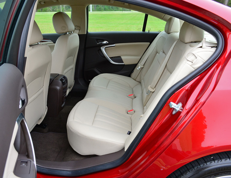 2014-buick-regal-turbo-rear-seats