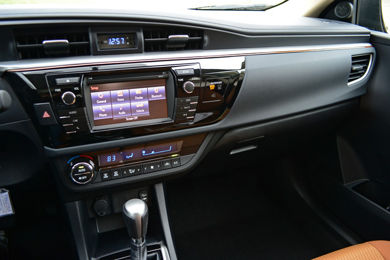2014-toyota-corolla-le-eco-right-dashboard