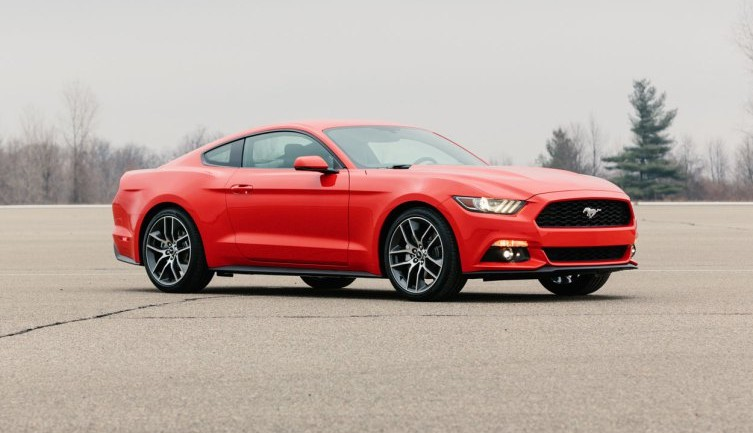 Live 2015 Ford Mustang Pictures Leak Onto Web