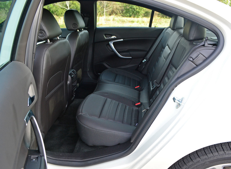 2014-buick-regal-gs-rear-seats