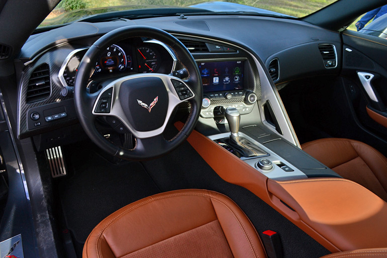 2014-chevrolet-corvette-stingray-dashboard