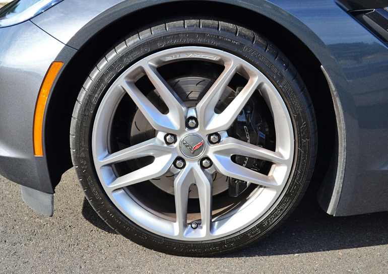 2014-chevrolet-corvette-stingray-wheel-tire