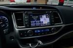 2014-toyota-highlander-center-dashboard