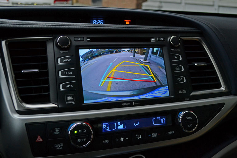 toyota highlander center dashboard backup camera