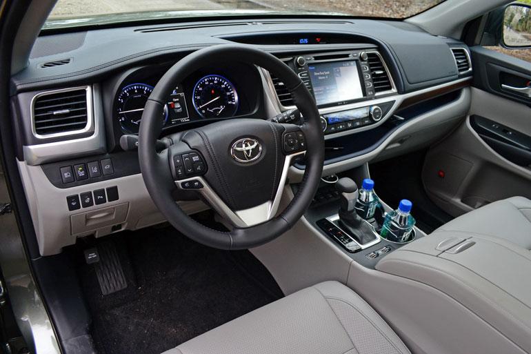 2014-toyota-highlander-dashboard