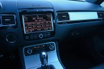 2014-volkswagen-touareg-dashboard-passenger