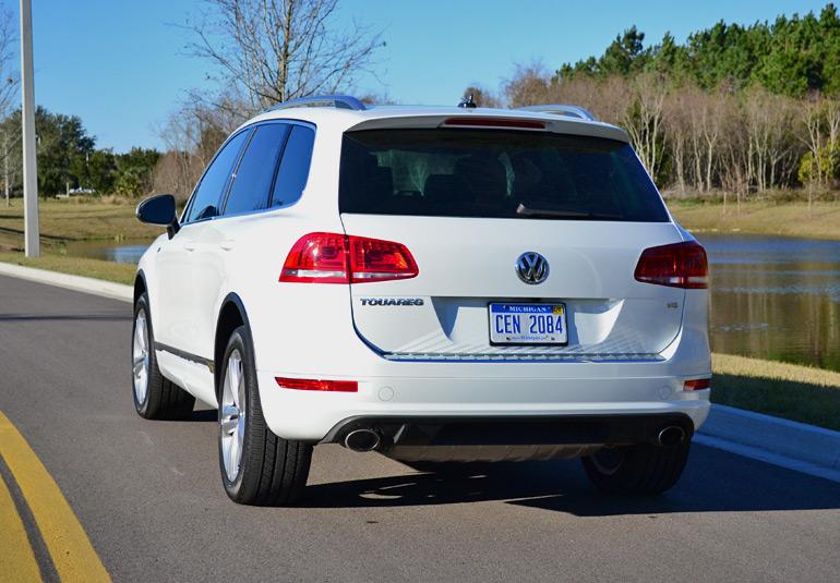 2014-volkswagen-touareg-drive-rear
