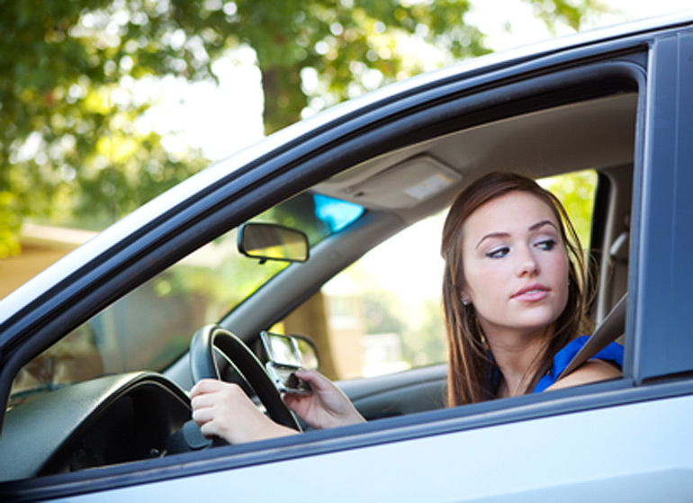 teen-car-safety-texting-driving
