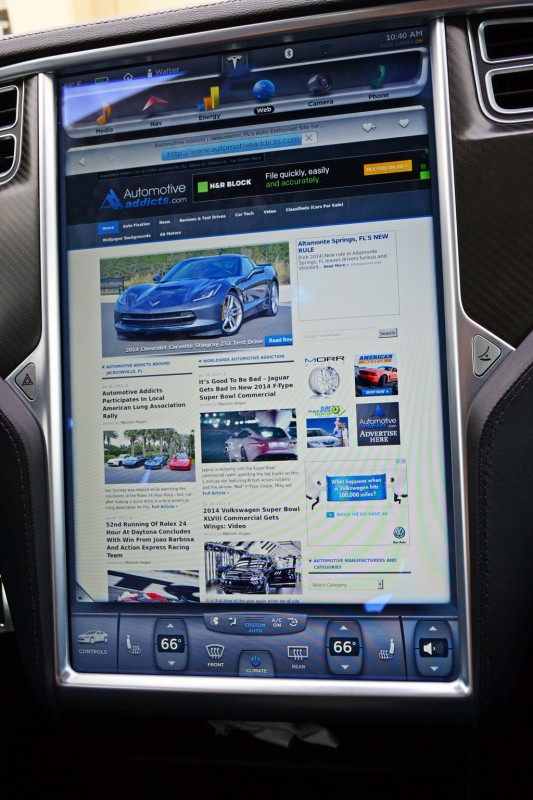 tesla-model-s-screen