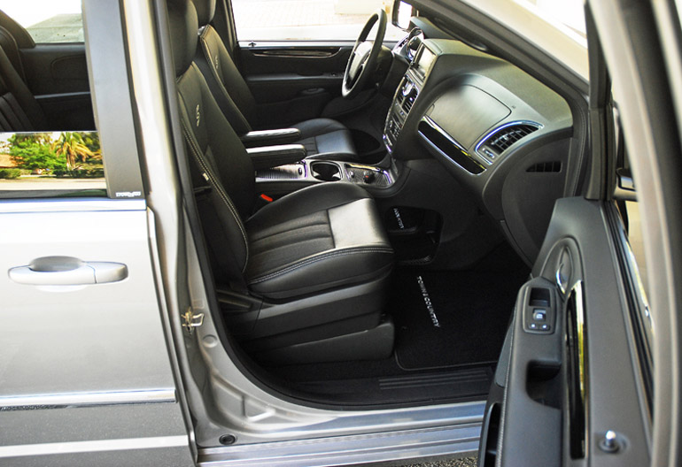 2014 Chrysler TC Front Seats Done Small