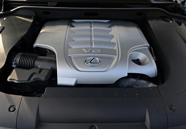 2014-lexus-lx-570-engine